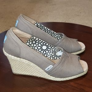Toms Wedges 7.5 Womens Taupe Canvas Peep Toe